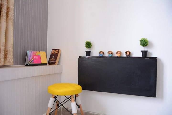 Bàn gấp treo tường màu đen 40 X 80 cm