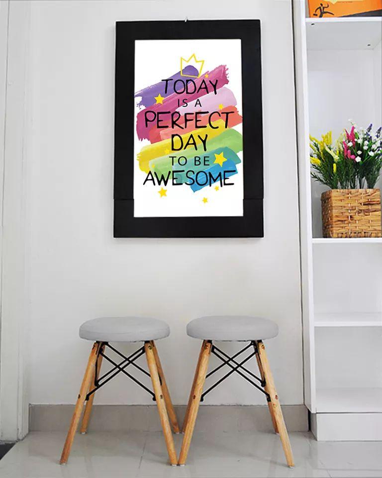 Bàn tranh treo tường xếp gọn hình today is perfect
